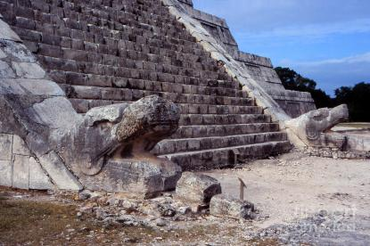 chichen-itza-serpent-stairs-eva-kato